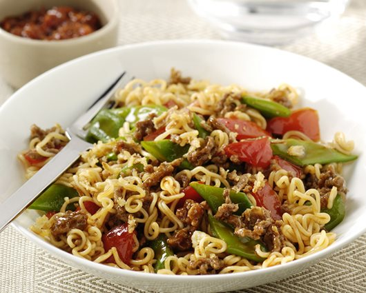 Sweet & Sour wok noodles with minced meat and string beans