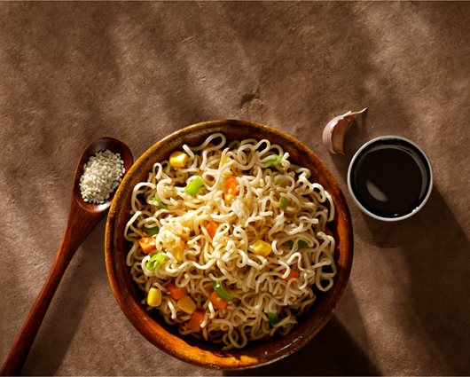 Teriyaki noodles with chicken and vegetables